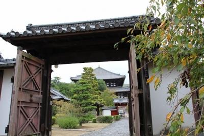 東大寺勧進所から大仏殿を眺める