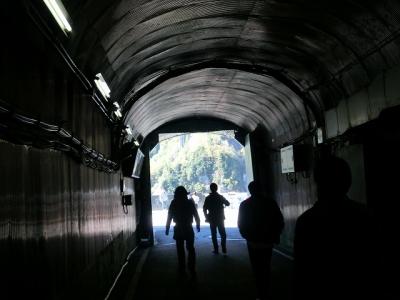 黒部ダムへのトンネル