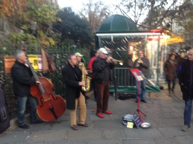 20141124パリ街頭ジャズ演奏