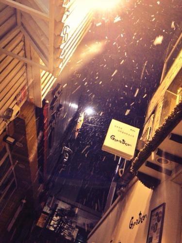 別れの日は雪が降る…
