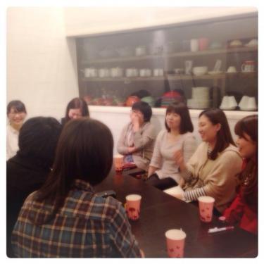 テーマは2つのグループに分かれて話合われました。