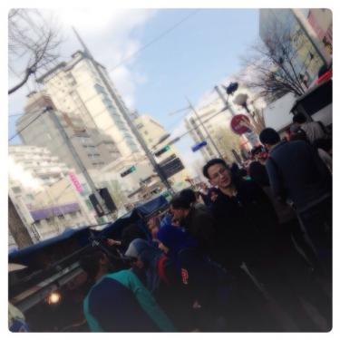 バスが走る大通りの梨泰院。今日も賑やかです^^