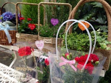 어버이날(両親の日)で街の花屋さんも大忙し。