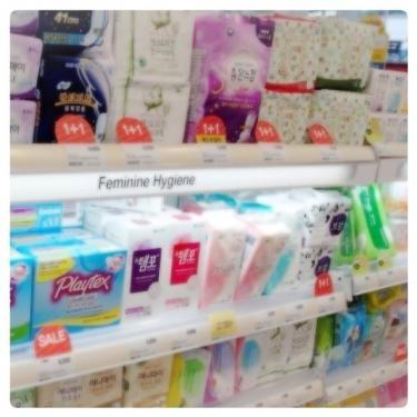 日本に比べ生理用品の価格も少々お高めです…。