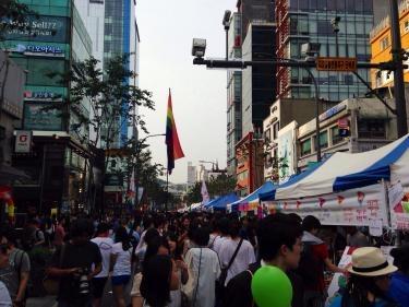 新村駅から延世路であるイベントが行われていました^^