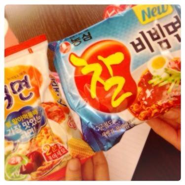 みなさんにお気に入りの韓国インスタントラーメンをもってきてもらいました^^