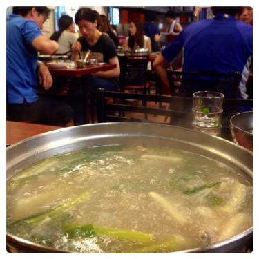 닭한말이(タッカンマリ)はスープも美味しいです♡