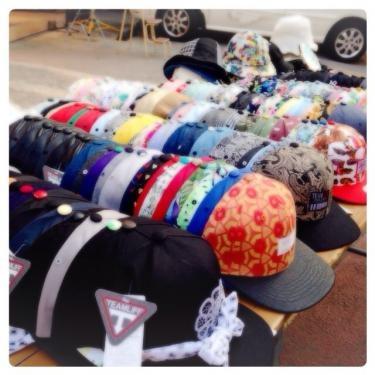 街の帽子もすっかり夏スタイルに。