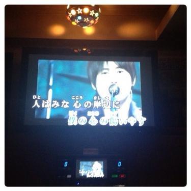 日本語表記で歌えるカラオケもあります^^