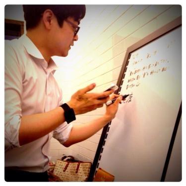日本人メンバーもあっと驚く詩を作ってきた韓国人メンバー。