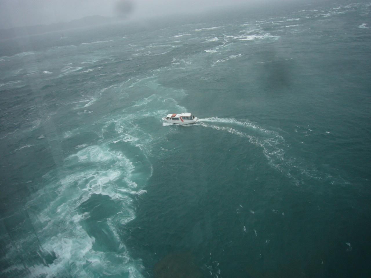渦潮に向かう小舟H26.4.29撮影