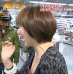 ノッチの嫁 佐藤友美 セクシー 巨乳おっぱいの谷間 胸チラ 地上波キャプチャー 高画質エロかわいい画像2