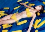 小倉優子 セクシー 黄色ビキニ水着 おっぱいの谷間 太もも 濡れている プール 壁紙サイズ 高画質エロかわいい画像54