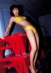 小倉優子 セクシー 黄色ハイレグビキニ水着 全身 カメラ目線 太もも 股間モッコリ 高画質エロかわいい画像56 ロリ