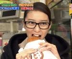 武井咲 セクシー 食事顔 顔アップ 口開け メガネ おでこ 地上波キャプチャー 高画質エロかわいい画像7