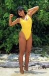 中条かな子 セクシー 黄色ハイレグ水着 おっぱいの谷間 日焼け 脇 太もも ムチムチ 笑顔 全身 1990年代グラビアアイドル 高画質エロかわいい画像6