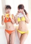 元SKE48 佐藤聖羅 鬼頭桃菜 セクシー ローレグビキニ水着 巨乳おっぱいの谷間 誘惑 たくし上げ 太もも 高画質エロかわいい画像5