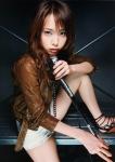 戸田恵梨香 セクシー マイク握り カメラ目線 女優 ショートパンツ 太もも 高画質エロかわいい画像15