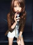 戸田恵梨香 セクシー マイク握り カメラ目線 女優 ショートパンツ 太もも 高画質エロかわいい画像16