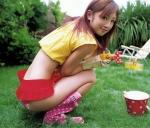 小倉優子 セクシー ビキニ水着 しゃがみ ミニスカート 太もも カメラ目線 誘惑 高画質エロかわいい画像69
