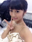 AKB48 藤田奈那 セクシー 衣装 おっぱいの谷間 胸チラ ピース 顔アップ カメラ目線 高画質エロかわいい画像2