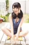 AKB48 向井地美音 セクシー 巨乳おっぱいの谷間 あぐら おさげ 女子高生アイドル カメラ目線 誘惑 高画質エロかわいい画像3