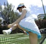 おかもとまり セクシー テニスウエア お尻突き出し 開脚 パンチラ 太もも ミニスカート 挑発ポーズ キャプチャー 高画質エロかわいい画像42