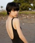 剛力彩芽 セクシー 水着 背中 ショートヘア 顔アップ カメラ目線 女優 高画質エロかわいい画像58