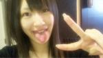 元SKE48 小野晴香 セクシー 舌出し ピース 顔アップ カメラ目線 自撮り 高画質エロかわいい画像1 ビッチ