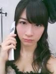 AKB48 石田晴香はるきゃん セクシー 顔アップ カメラ目線 胸チラ おっぱいの谷間 携帯電話 高画質エロかわいい画像35