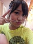 元AKB48 小森美果 セクシー 唇 顔アップ ピース カメラ目線 キス顔 高画質エロかわいい画像11 顔射用