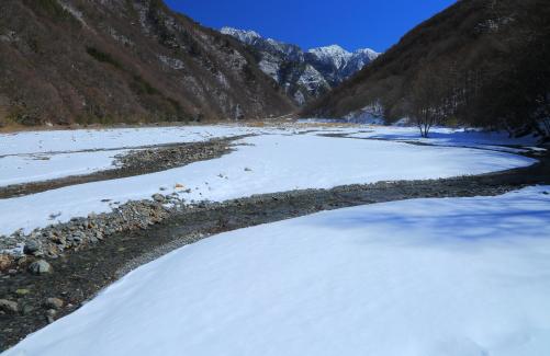 赤河原から望む東駒ヶ岳