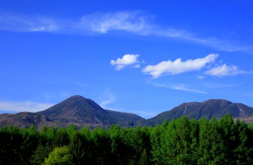蓼科山と横岳に雲の架け橋