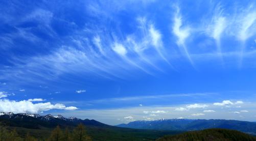 南アルプスと八ヶ岳を擁して湧きあがる高層雲