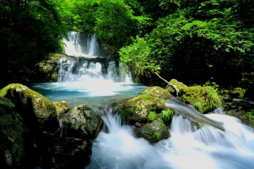 木曽「こもれびの滝」