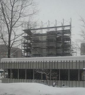 雪まつり雪像製作中