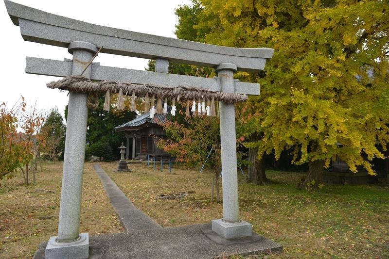 神社と銀杏-1