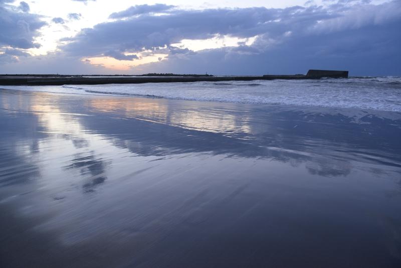 夕暮れの海岸-2