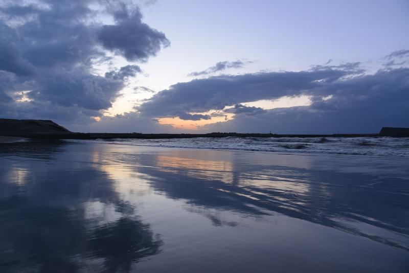 夕暮れの海岸-3