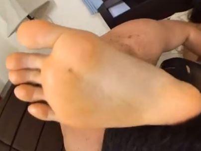 美女の黒パンストをビリビリ破って足指や足裏を足舐めの脚フェチDVD画像5