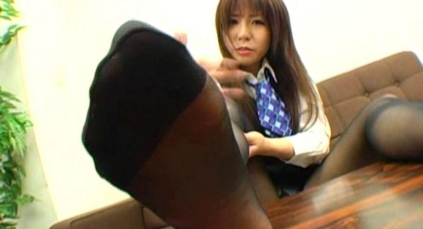 美脚の黒ストッキングOLに脚コキや電気按摩されて の脚フェチDVD画像3
