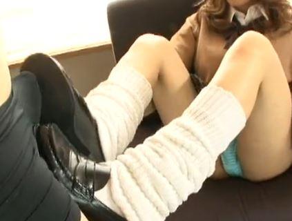 茶髪JKの美尻コキやルーズソックスの足コキで大量爆射の脚フェチDVD画像2
