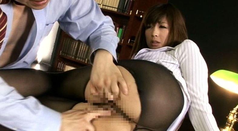 黒タイツが似合う美脚H秘書 佐伯奈々の脚フェチDVD画像6