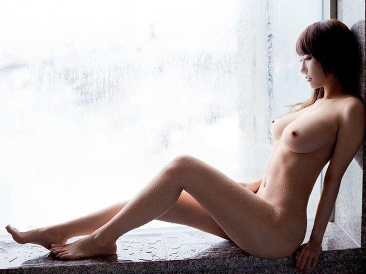 巨乳で美尻で美脚!しかもクビレ有りの最強BODY娘がパンストコキの脚フェチDVD画像1