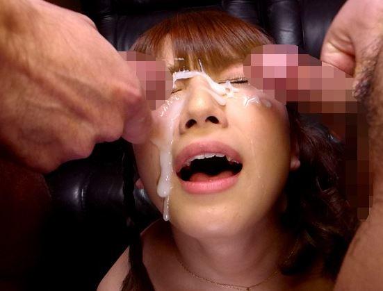 現役女子大生の生脚コキで気持ち良くなって濃いザー汁を顔射の脚フェチDVD画像5