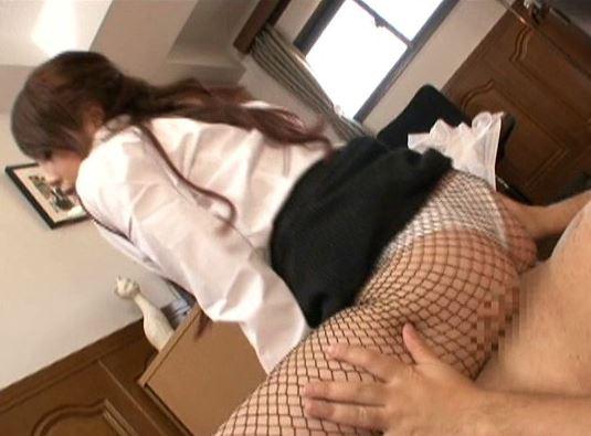 セクシー過ぎる女医の黒網タイツをクンクン嗅いで着衣SEXの脚フェチDVD画像6