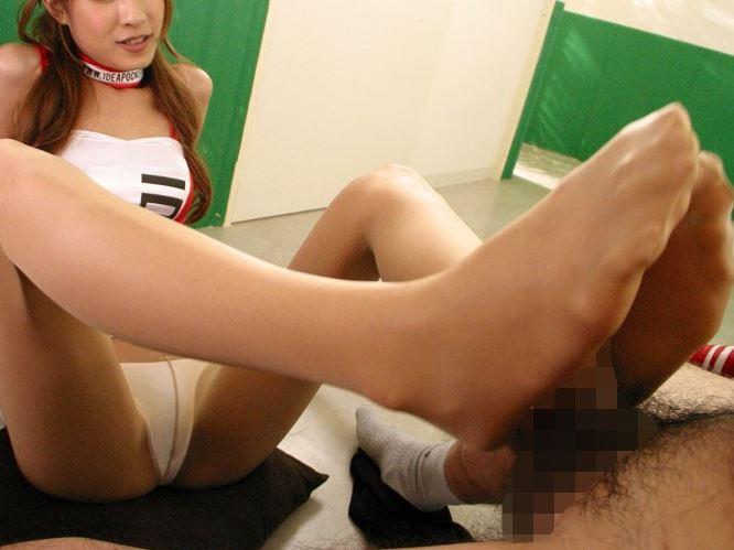 ギャルRQのカレンがハイレグパンストで脚フェチ男を足コキ責めの脚フェチDVD画像1
