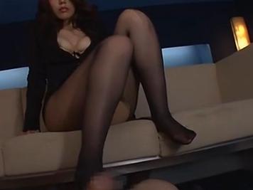 ムチムチした下半身のお姉さんが黒パンストとデカ尻で扱くの脚フェチDVD画像3