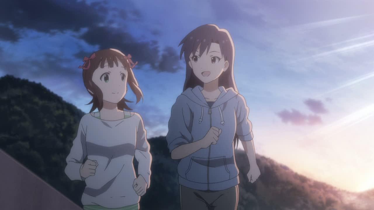 ライブ前合宿にて海辺を走る二人