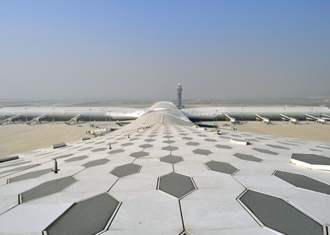 Terminal-3-at-Shenzhen-Baoan-International-Airport-by-Studio-Fuksas_dezeen_10.jpg